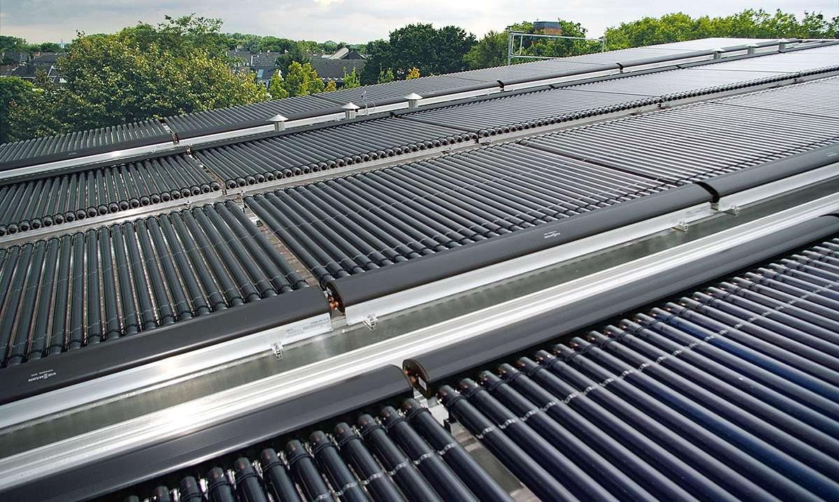 Хоризонтален монтаж на вакуумни колектори Viessmann на покрив
