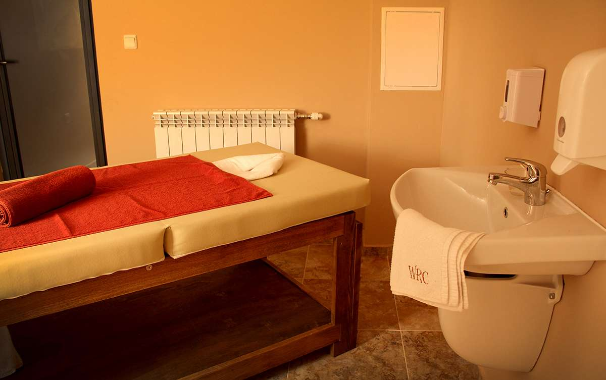 Отопление и горячая вода в массажной комнате