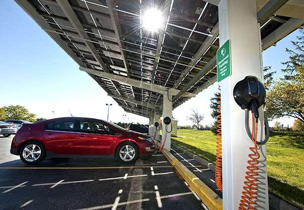 Зарядка на електромобил от слънчеви батерии